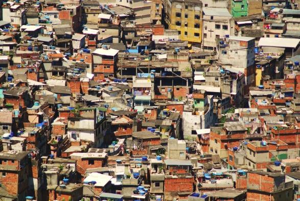 Resultado de imagem para barracos de favelas